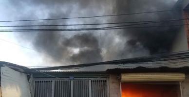 Xưởng gỗ cháy rụi sau vụ hỏa hoạn kéo dài 20 phút