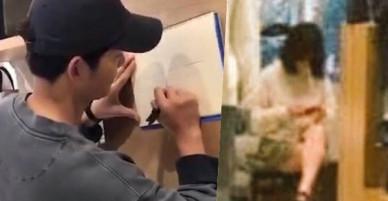 Song Hye Kyo ngồi một mình, kiên nhẫn chờ ông xã Song Joong Ki mải mê ký tên cho fan