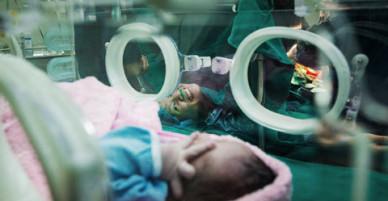 Nụ cười mãn nguyện của bà mẹ U40 sinh con sau hai lần sảy thai
