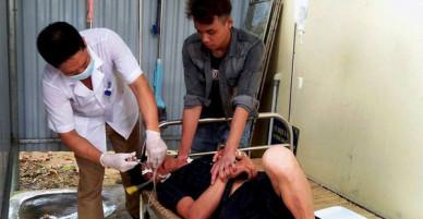 Nghệ An: Vợ bỏ đi sau khi cãi nhau, chồng lên rừng hái lá ngón ăn tự tử