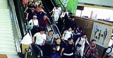 Trung Quốc: Đoàn du khách bị trần nhà đổ ụp lên người khi đang đi thang cuốn, ít nhất 9 người bị thương