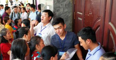 Hàng trăm người Thủ Thiêm chờ đối thoại với ông Nguyễn Thiện Nhân