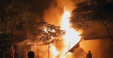 Nhà 5 tầng ở trung tâm Sài Gòn cháy ngùn ngụt