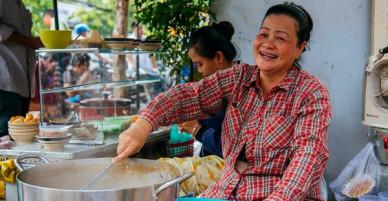 Quán cháo hào sảng giá 5.000 đồng/ tô của cô Tư Sài Gòn: Nhà Tư không nợ nần gì, bán vầy là sống thoải mái rồi!