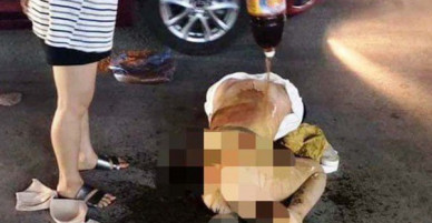 Khởi tố 3 phụ nữ đánh ghen lột đồ, đổ nước mắm, bột ớt lên nữ chủ tiệm spa