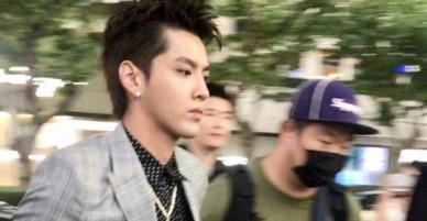 Thần thái mỹ nam Ngô Diệc Phàm qua ảnh chụp trộm: Điển trai và phong thái khiến fan nữ ôm tim