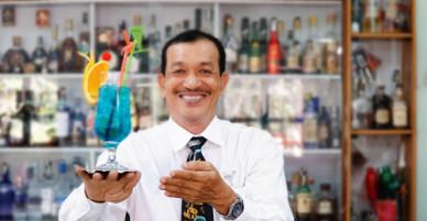 Đam mê của người đàn ông 30 năm làm bartender ở Sài Gòn
