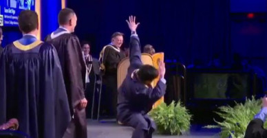 Biểu diễn Break dance trong lễ nhận bằng tốt nghiệp, du học sinh Việt bất ngờ trở thành huyền thoại của trường