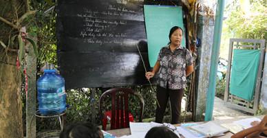 Cô giáo 25 năm mở lớp dạy miễn phí cho trẻ nghèo