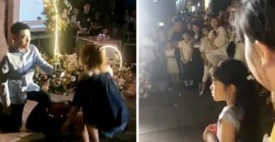 Quỳ gối dâng nhẫn cầu hôn, chàng trai bị cô gái từ chối phũ trước sự chứng kiến của hàng trăm người