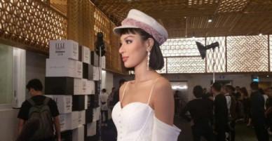 Siêu mẫu Khả Trang bị mời khỏi thảm đỏ sự kiện thời trang vì không có thư mời