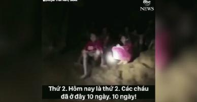 Clip: Khoảnh khắc tìm thấy 12 cầu thủ nhí và huấn luyện viên trong hang động Thái Lan