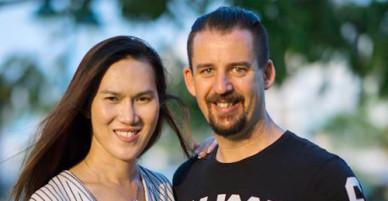Người đàn ông 35 năm học cách trở thành vợ - VnExpress