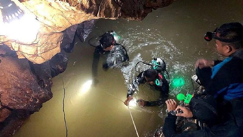 Đội bóng đá nhí Thái Lan, mắc kẹt, hang, giải cứu, lặn, tin8