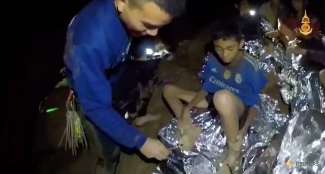 động bóng Thái Lan, mắc kẹt, sống sót, nạn nhân, giải cứu, tin8