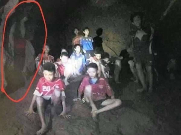 Đội bóng đá nhí Thái Lan, mắc kẹt, giải cứu, tâm linh, giam giữ, tin8