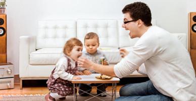 Các ông bố dành nhiều thời gian cho con có đời sống tình dục tốt hơn