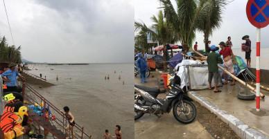 Bão sắp đổ bộ, nhiều du khách vẫn vô tư tắm biển