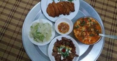 Hí hửng khoe nấu được mâm cơm 40 nghìn cho 3 người ăn, bà nội trợ Hà Nội bị nói mát: Ăn thế chẳng mấy mà giàu
