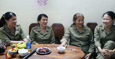 Chung cư không chồng ở Đà Nẵng: Nơi những người phụ nữ đùm bọc, làm tất cả việc của đàn ông kể cả bảo vệ tổ dân phố