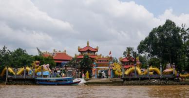 Ngôi chùa hơn 50 tuổi nằm giữa sông ở Sài Gòn