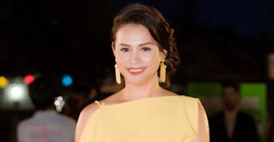 Hoa hậu Ngọc Khánh rạng rỡ trên thảm đỏ