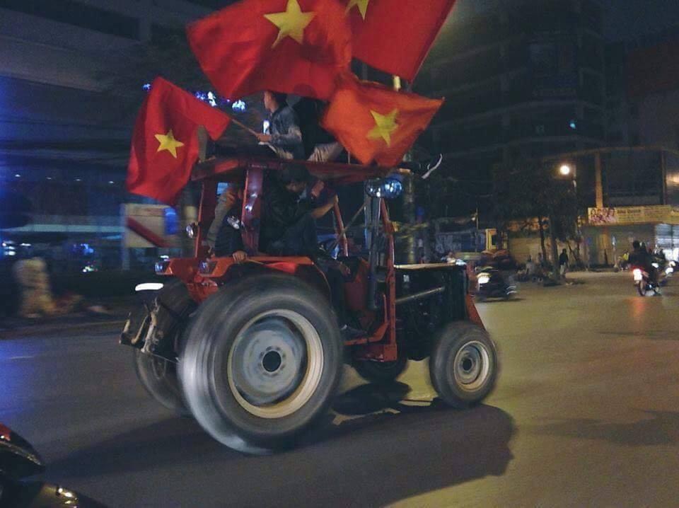 CĐV Việt Nam, tin8, chiến thắng, cổ vũ, bá đạo, ăn mừng