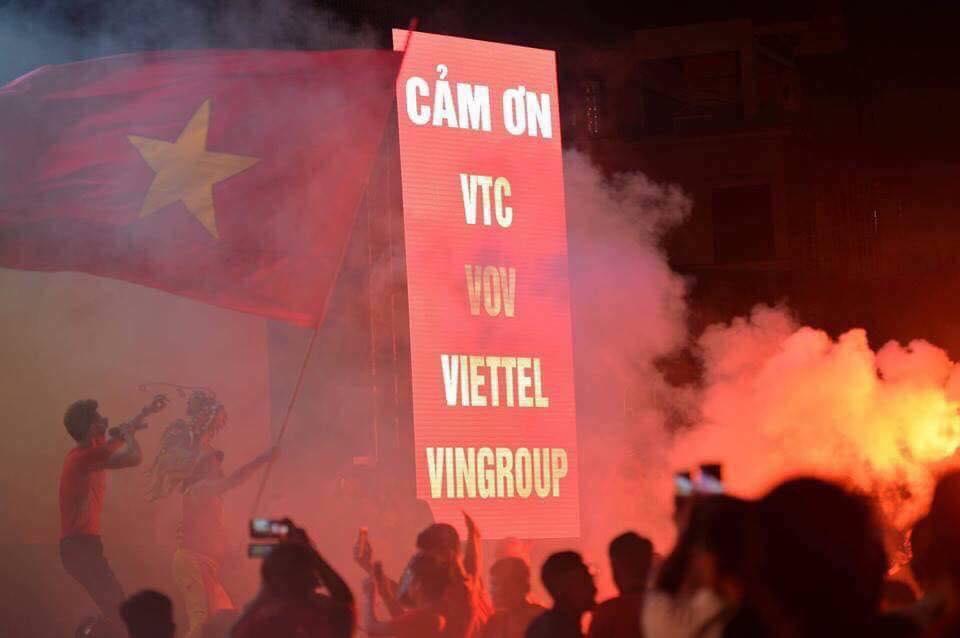 CĐV Hải Phòng, cổ vũ, bóng đá, Việt Nam, Syria, chiến thắng, Hải Phòng, đỏ rực, Hàn Quốc