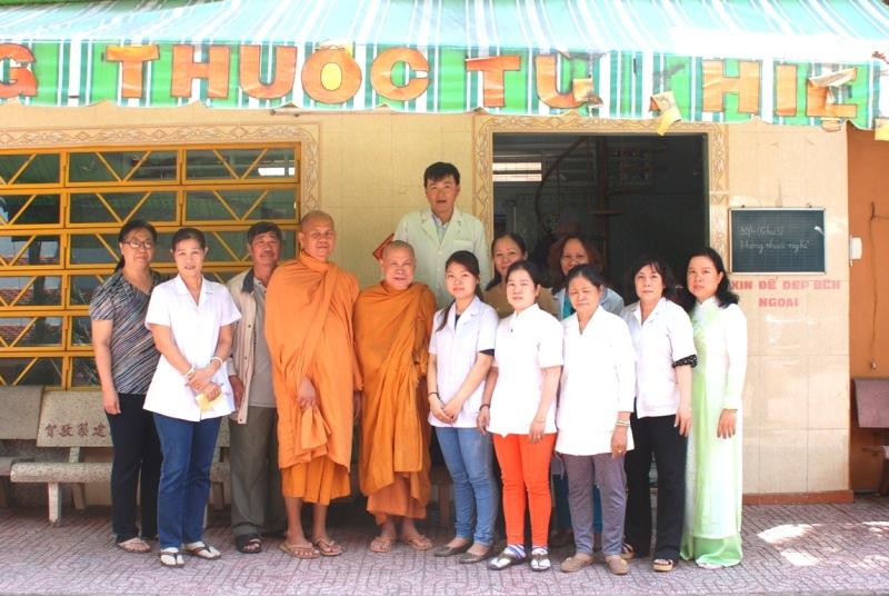 khám bệnh, nổi tiếng, Sài Gòn, người nghèo, tin8, giúp đỡ, bệnh nhân