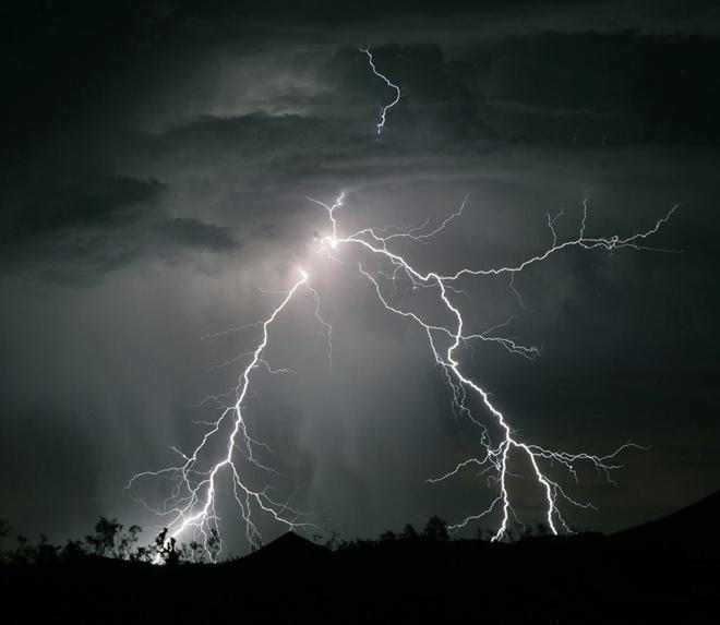 làm rẫy, đau thương, vợ chồng, sấm sét, trời mưa, mưa bão, tin8