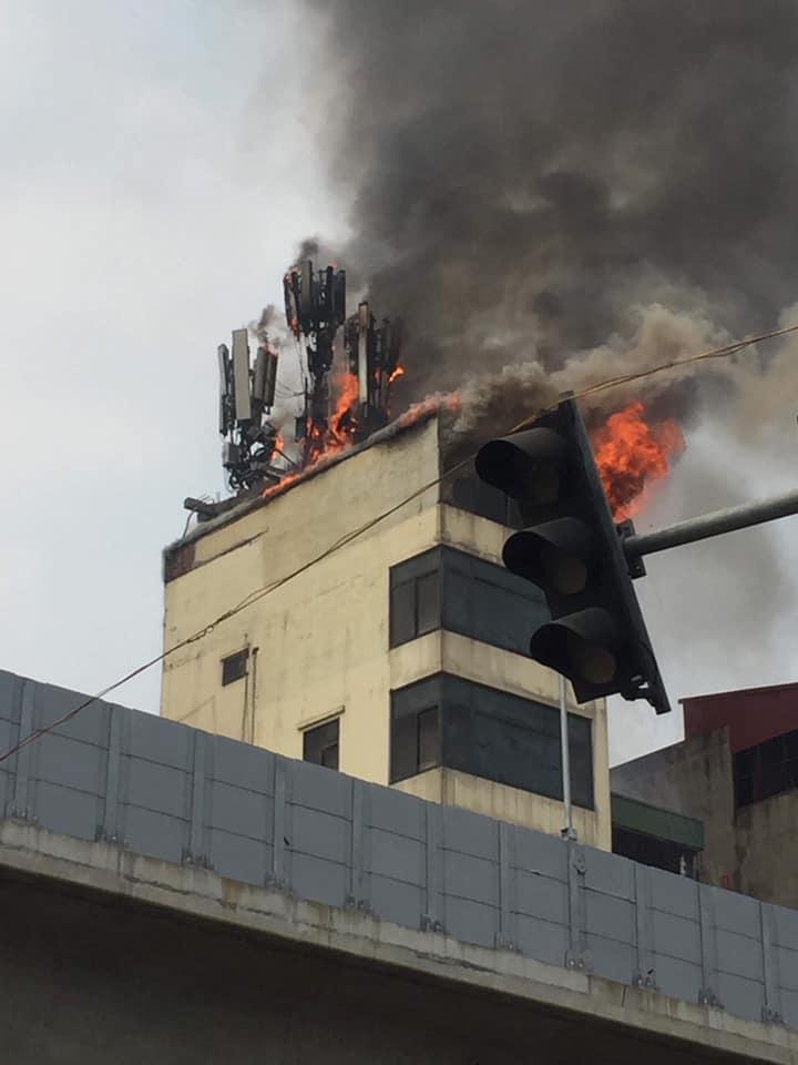 Cháy, đám cháy lớn, Đê La Thành, Hào Nam, quán Karaoke 9X, chữa cháy, tin8