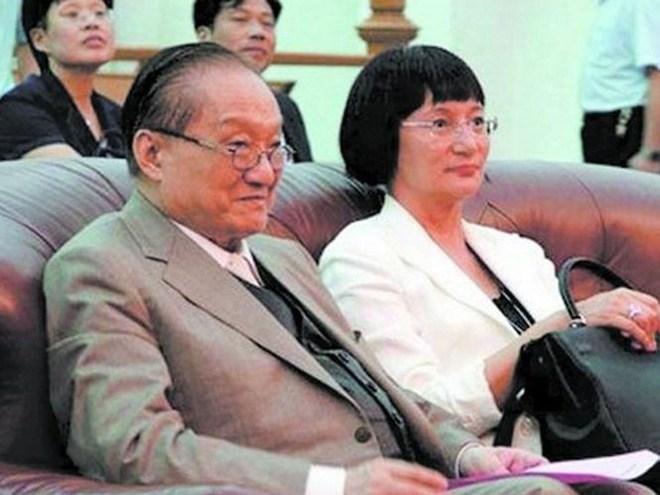 nhà văn, Kim Dung, mất,94 tuổi, 3 lần đò, tự tử, ỷ thiên đồ long ký, thần điêu đại hiệp, lưu diệc phi, tin8