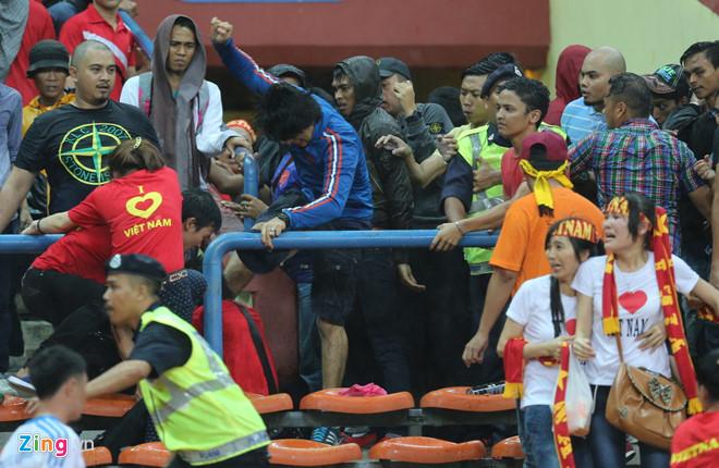 AFF Cup 2018, vết nhơ, kinh hoàng, tin8, tấn công, bị đánh, CĐV Việt Nam, CĐV Malaysia, Ultras Malaysia