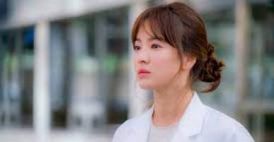 """Người tung tin đồn Song Hye Kyo """"làm gái"""" bị phạt gần 3.000 USD"""