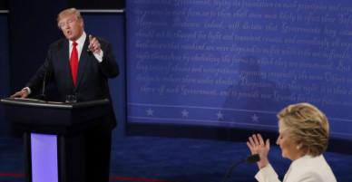 Phiên tranh luận cuối, Donald Trump tỏ vẻ nghiêm nghị trước Hillary Clinton cởi mở