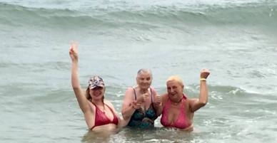 Cụ bà 89 tuổi tự tin du lịch một mình đến Việt Nam