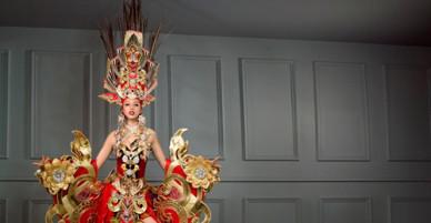 """Trang phục của thí sinh Việt ở """"Hoa hậu Siêu quốc gia"""" gây tranh cãi vì quá rườm rà"""