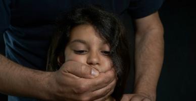 Những kẻ xâm hại trẻ mà bố mẹ không ngờ tới