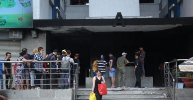 Vừa đúng 49 ngày sau thảm họa cháy lớn - người dân chung cư Carina trở về.