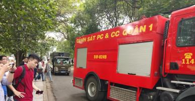 Sáng nay, nhiều xe cứu hỏa khẩn cấp dập lửa ở trường Đại học Bách Khoa TP.HCM