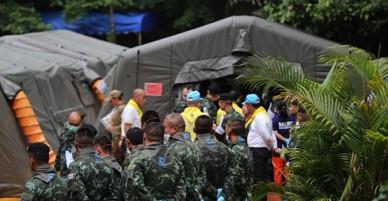 Giải cứu đội bóng nhí Thái Lan: Giải cứu thành công ngay ngày đầu nhưng buộc phải dừng giữa chừng vì lý do này!
