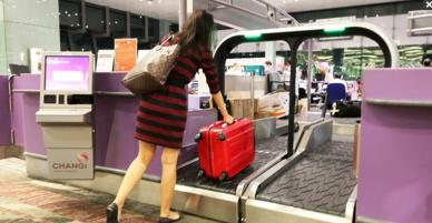 """Nhân viên sân bay tiết lộ những bí mật khiến khách hàng dễ dàng bị móc túi và mẹo """"đối phó"""""""