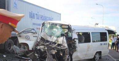 Nhân chứng run rẩy kể lại phút kinh hoàng khi thấy xe rước dâu gặp tai nạn khiến chú rể và 13 người khác tử vong