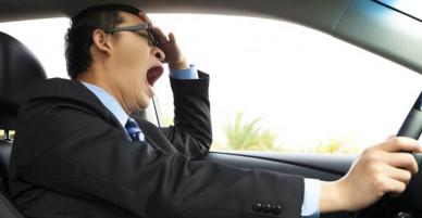 Từ vụ tai nạn xe rước dâu do tài xế buồn ngủ: Làm thế nào để luôn tỉnh táo khi lái xe đường dài?