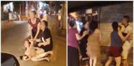 Đứa trẻ khóc khản tiếng khi nhìn cảnh mẹ gào thét đánh ghen còn bố ra sức bảo vệ nhân tình