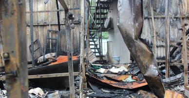Sau vụ cháy Đê La Thành tối qua: Nhà trọ từ thiện trăm triệu dành cho người nghèo bị thiêu sạch