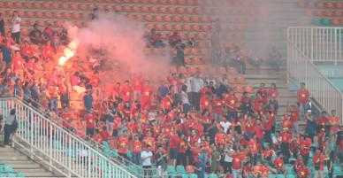 Chủ tịch Liên đoàn bóng đá Lào cánh báo về thói quen ăn mừng bằng pháo sáng của CĐV Việt Nam