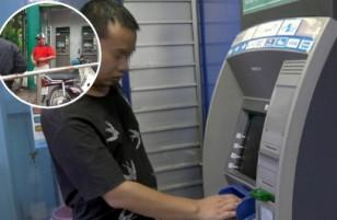 [GÓC CẢNH BÁO] Kẻ gian táo tợn sử dụng ớt cay xát vào mắt người dân trước trạm ATM, cướp tiền giữa thanh thiên bạch nhật