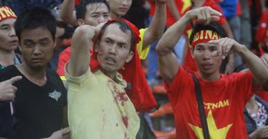 Việt Nam sắp đá với Malaysia: Hàng triệu CĐV nhớ lại người Việt bị tấn công tàn bạo trên khán đài sau bàn thua