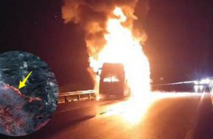 [Full clip] Cận cảnh cô gái lái xe vượt qua biển lửa để thoát thân trong vô vọng